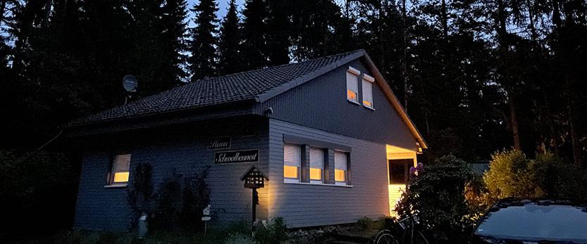 Steinhuder Meer Ferienhaus Schwalbennest in der Nacht beleuchtet